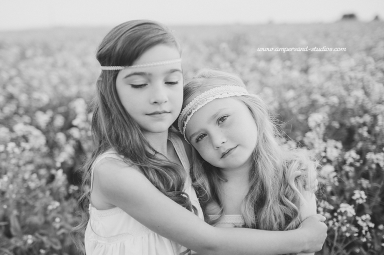 Idaho_Sister_Family_photoshoot_session_yellow_flower_field_white_dresses-104