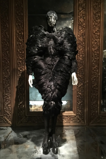 Savage-Beauty-Alexander-McQueen-VandA-via-vogue-6